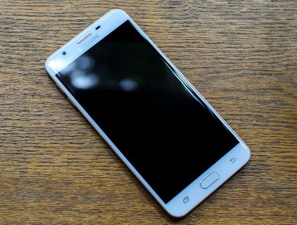 7 cách sửa điện thoại không lên màn hình hiệu quả 100%